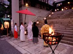 かがり火の神前結婚式