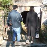 男女ペアで洞窟にGO!