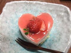 手作りのいちごムースケーキ