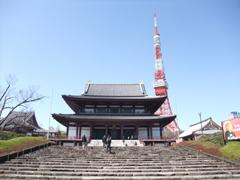 増上寺と東京タワー(地震で先が曲がってる)