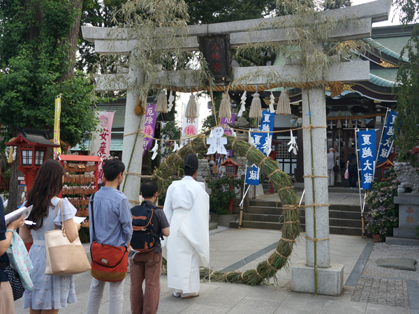 川越八幡宮の茅の輪くぐり