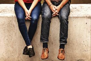 男性と女性の足
